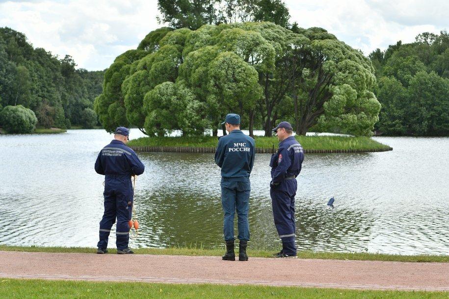 Сотрудники ПСС «Борисовская» спасли мужчину, тонувшего на Борисовском пруду