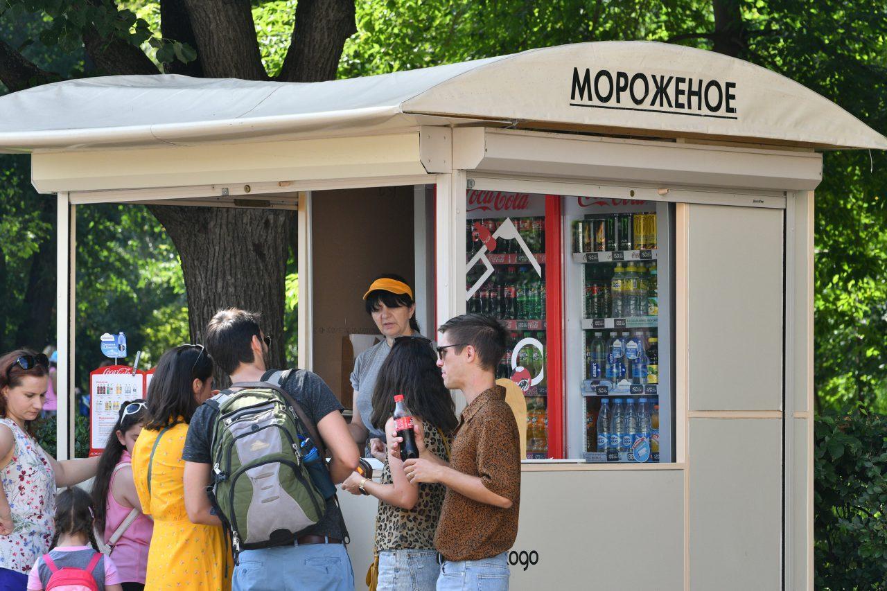МЧС предупреждает москвичей о жаре до 28 градусов в пятницу
