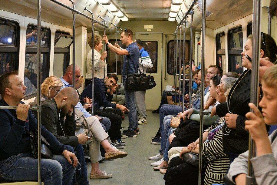 Тематический поезд метро запустили к выборам мэра Москвы