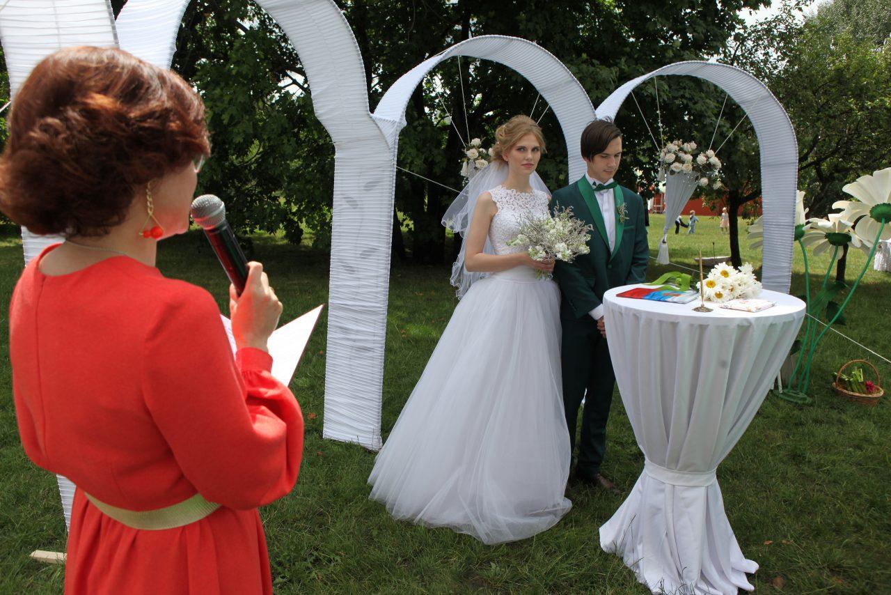 Более 1800 пар приурочили свои свадьбы ко Дню Города