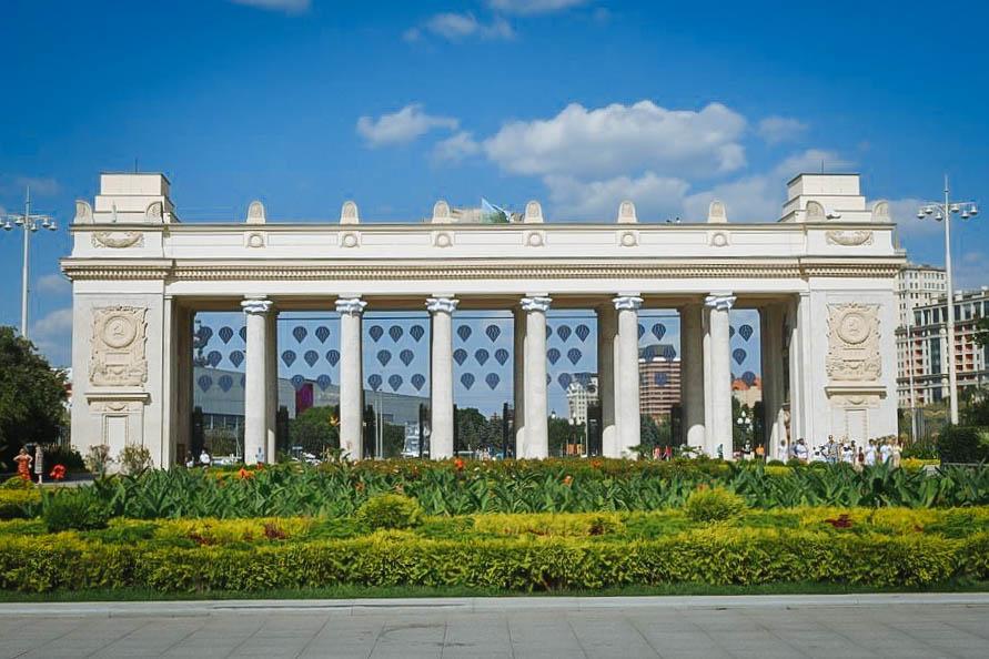 В «Парке Горького» открылся праздничный фестиваль к 90-летию парка