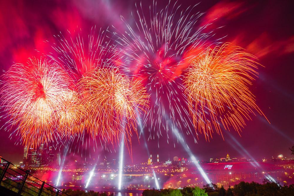 Международный фестиваль фейерверков проходит в Москве