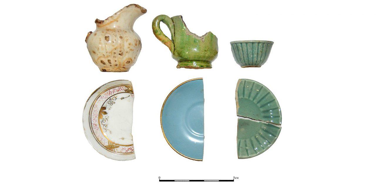 Московские археологи обнаружили детскую посуду конца XIX века