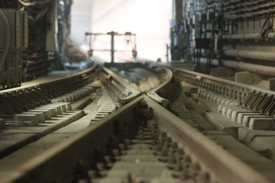 Мужчина погиб под колесами поезда на станции метро «Тверская»