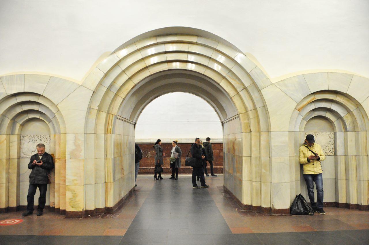 Поезда на «серой» ветке метро следуют с увеличенными интервалами