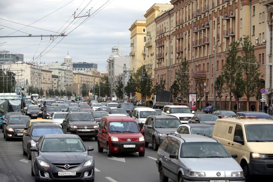 По данным сервиса «Яндекс.Пробки» загруженность дорог в Москве оценивается в пять баллов