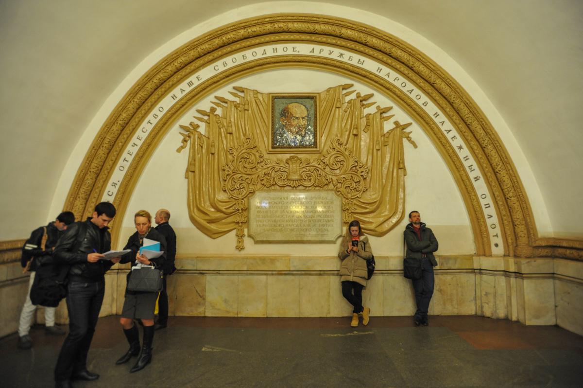 На станции метро «Киевская» мужчина получил ранение во время конфликта