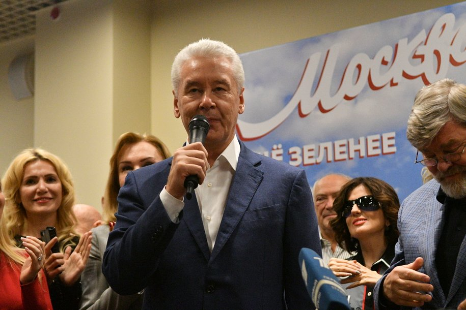 Сергей Собянин поздравил художника Александра Шилова с юбилеем