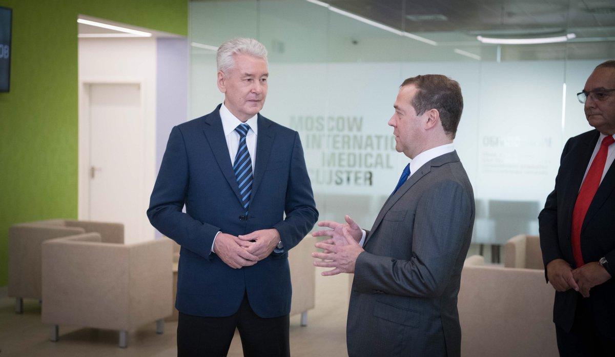 Сергей Собянин и Дмитрий Медведев осмотрели первую больницу в Сколково