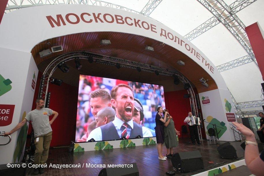 Участники программы «Московское долголетие» споют караоке с известными артистами