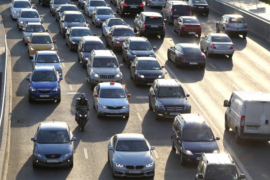 Загруженность столичных дорог оценивается в семь баллов