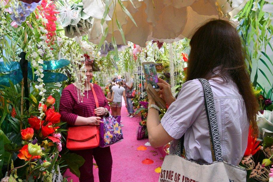 Сергей Собянин поблагодарил флористов, которые украшали Москву к цветочным фестивалям