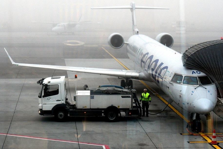 В столичных аэропортах задержано и отменено более 30 рейсов
