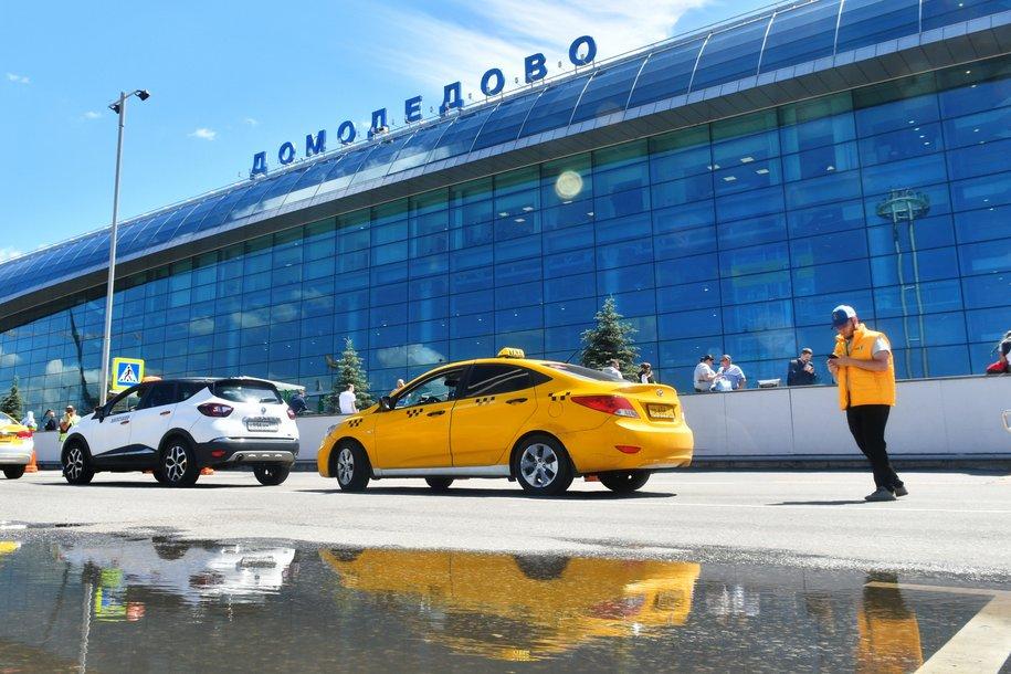 Доход большинства московских таксистов за лето превысил 200 000 рублей