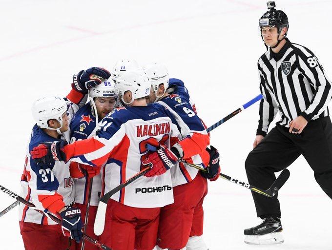 Хоккейный ЦСКА на выезде обыграл СКА в серии буллитов