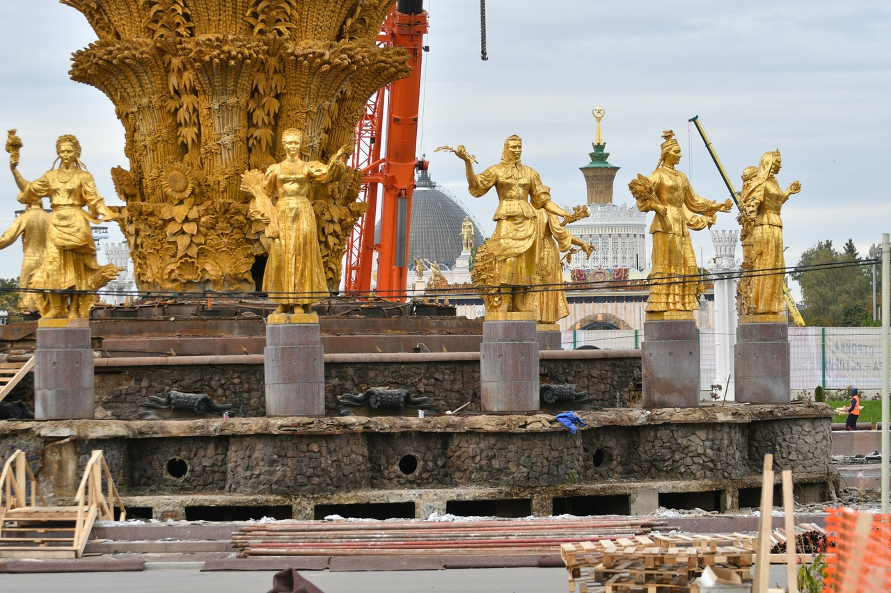 Статуи на фонтане «Дружба народов» были демонтированы для реконструкции