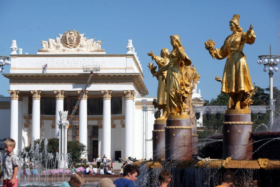 Сергей Собянин пригласил москвичей на выставку «Золотая осень»