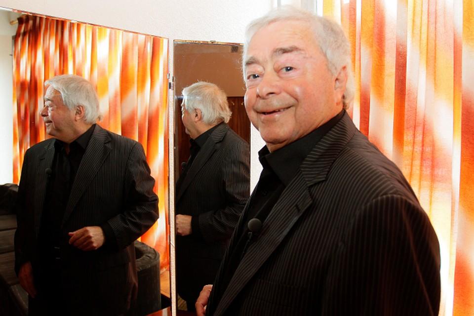 В Москве, на 80-м году жизни, умер известный сатирик Роман Карцев