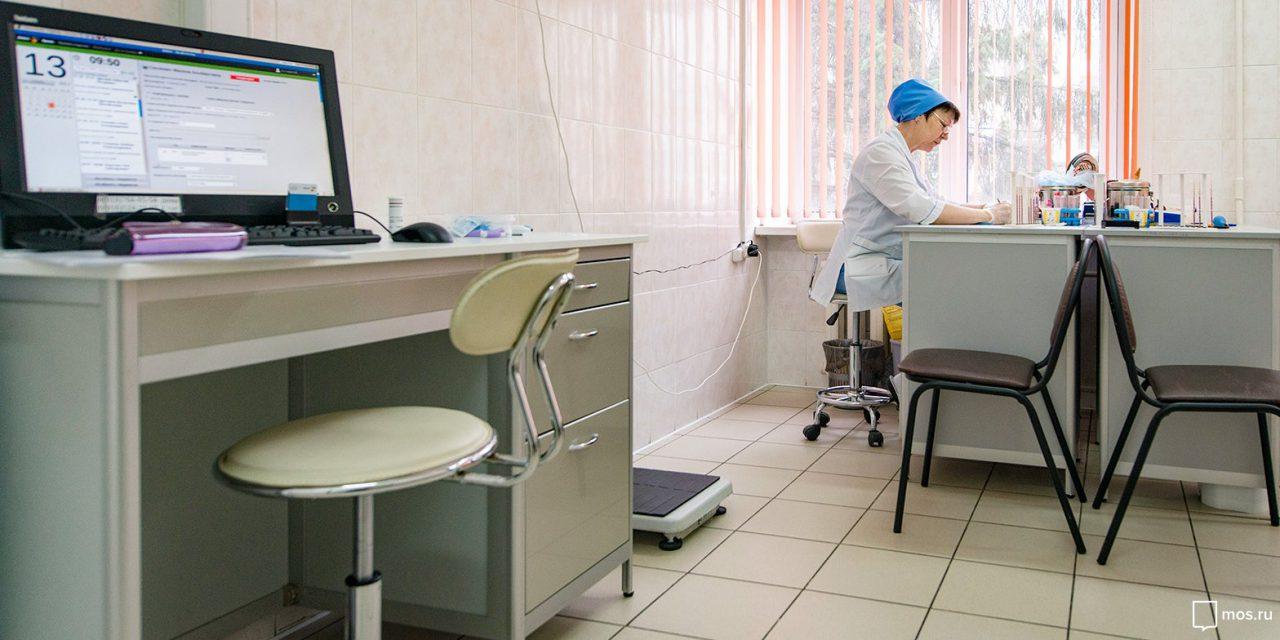 Столичным медикам выдали около трех тысяч планшетов