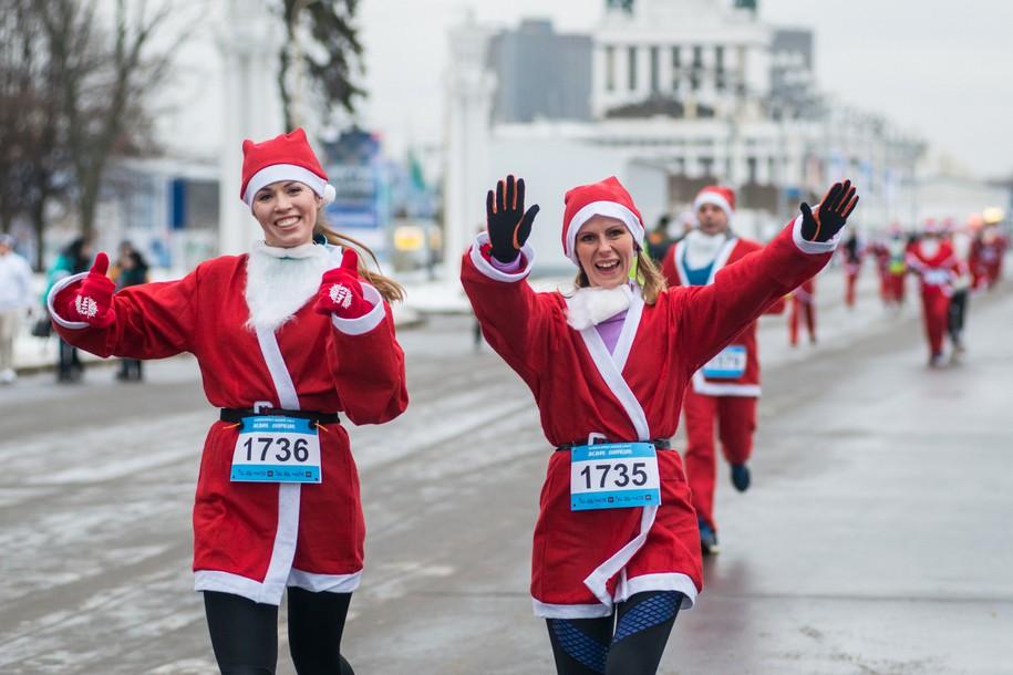 Благотворительный забег «Дедов Морозов» пройдет на ВДНХ 23 декабря