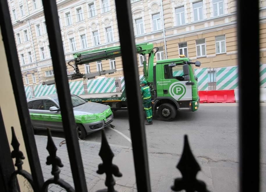 На трех центральных улицах столицы ограничен доступ к 250 парковкам