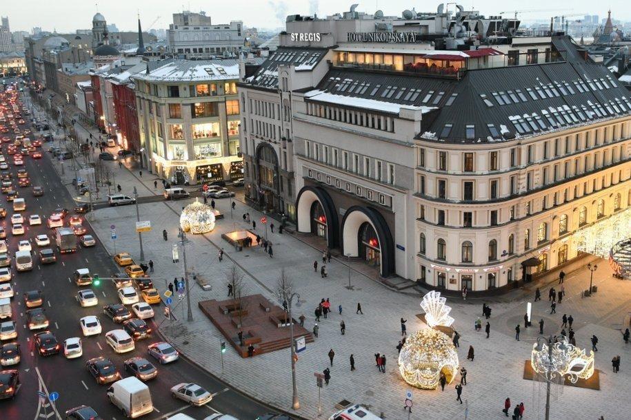 Движение в районе Новой площади ограничили до 1 декабря из-за обустройства выделенных полос