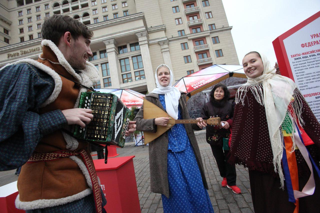 Алексей Шапошников поздравил москвичей с Днём народного единства