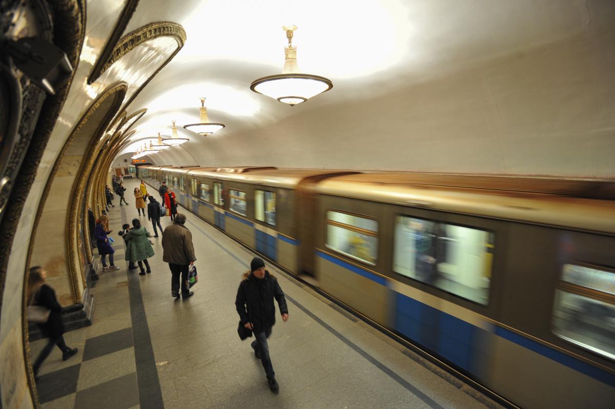 На Кольцевой линии метро произошел сбой в движении поездов