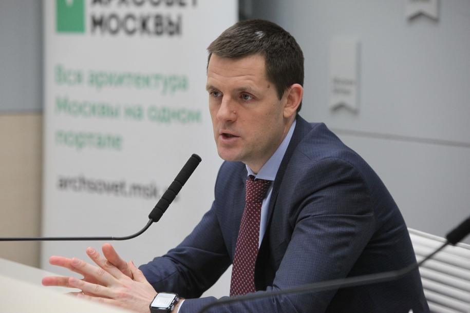 Сергей Кузнецов раскритиковал качество граффити Минина и Пожарского у стен Кремля