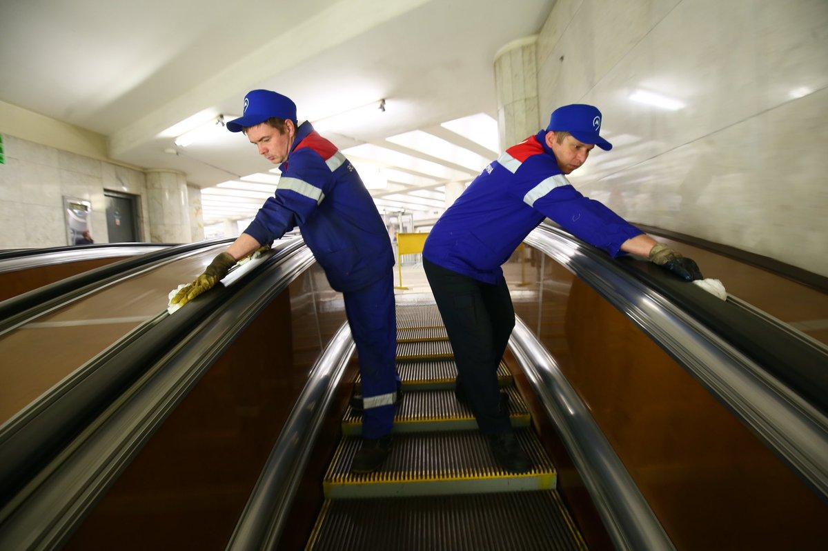 Более 2 тыс. человек занимаются уборкой столичного метрополитена