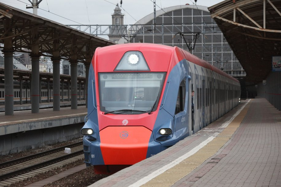 В пригородных поездах можно бесплатно пользоваться электронной библиотекой