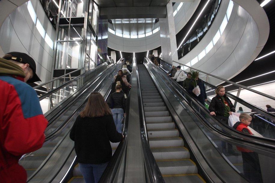 ЦОДД в преддверии хоккейного матча призвал болельщиков добираться до «Мегаспорта» на метро