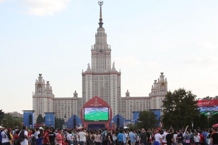 Более 800 человек написали Географический диктант в МГУ