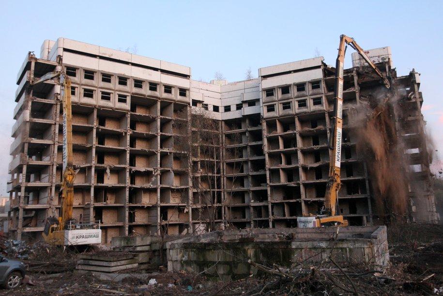 В столице начался второй этап сноса Ховринской больницы