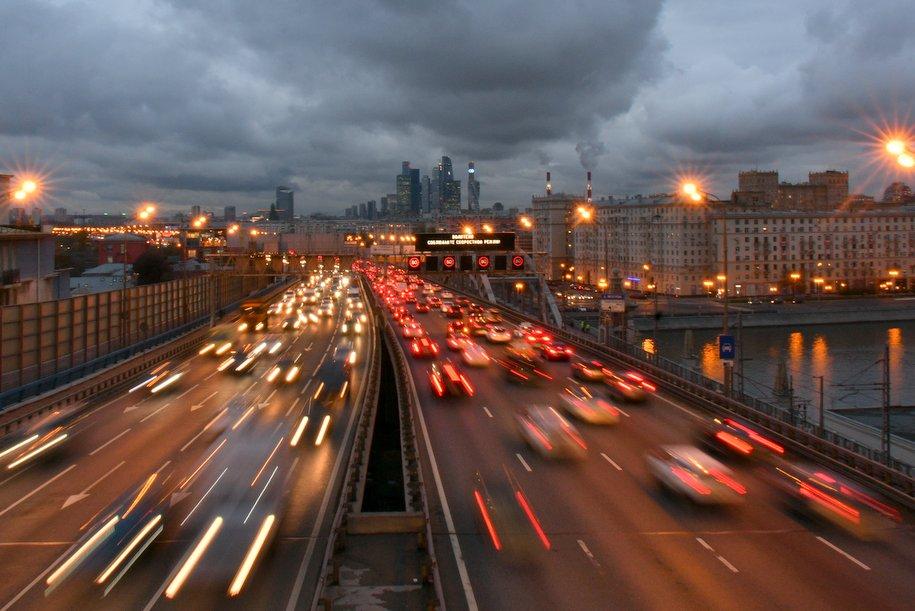 Загруженность дорог Москвы оценивается в восемь баллов