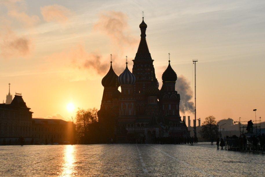 Прохладная погода без существенных осадков ожидает москвичей на выходных