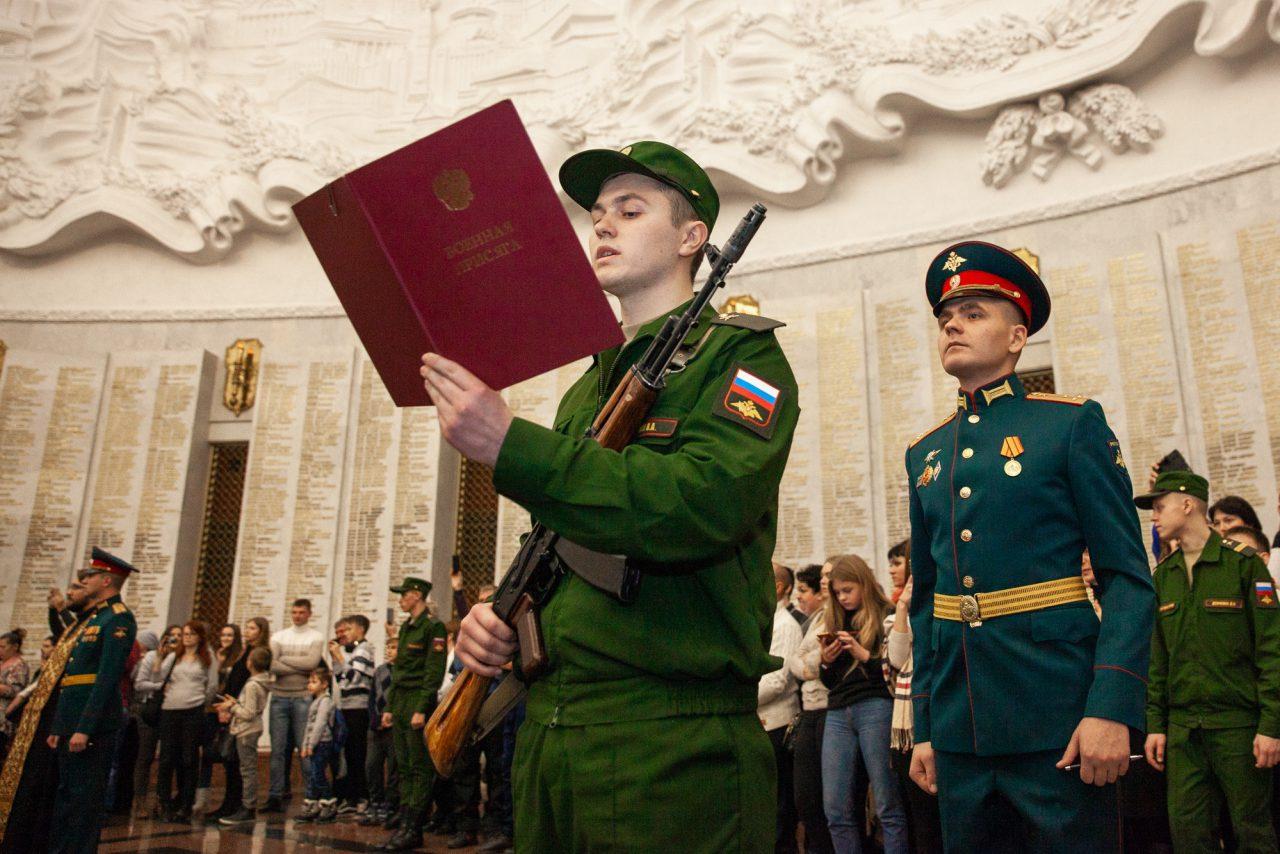 Около 200 новобранцев Преоображенского комендантского полка приняли военную присягу в Музее Победы