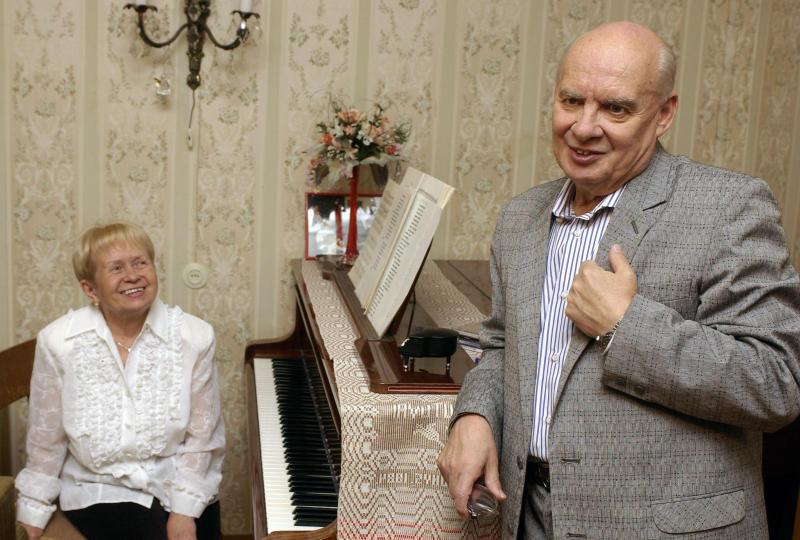 Сергей Собянин поздравил Николая Добронравова с 90-летием