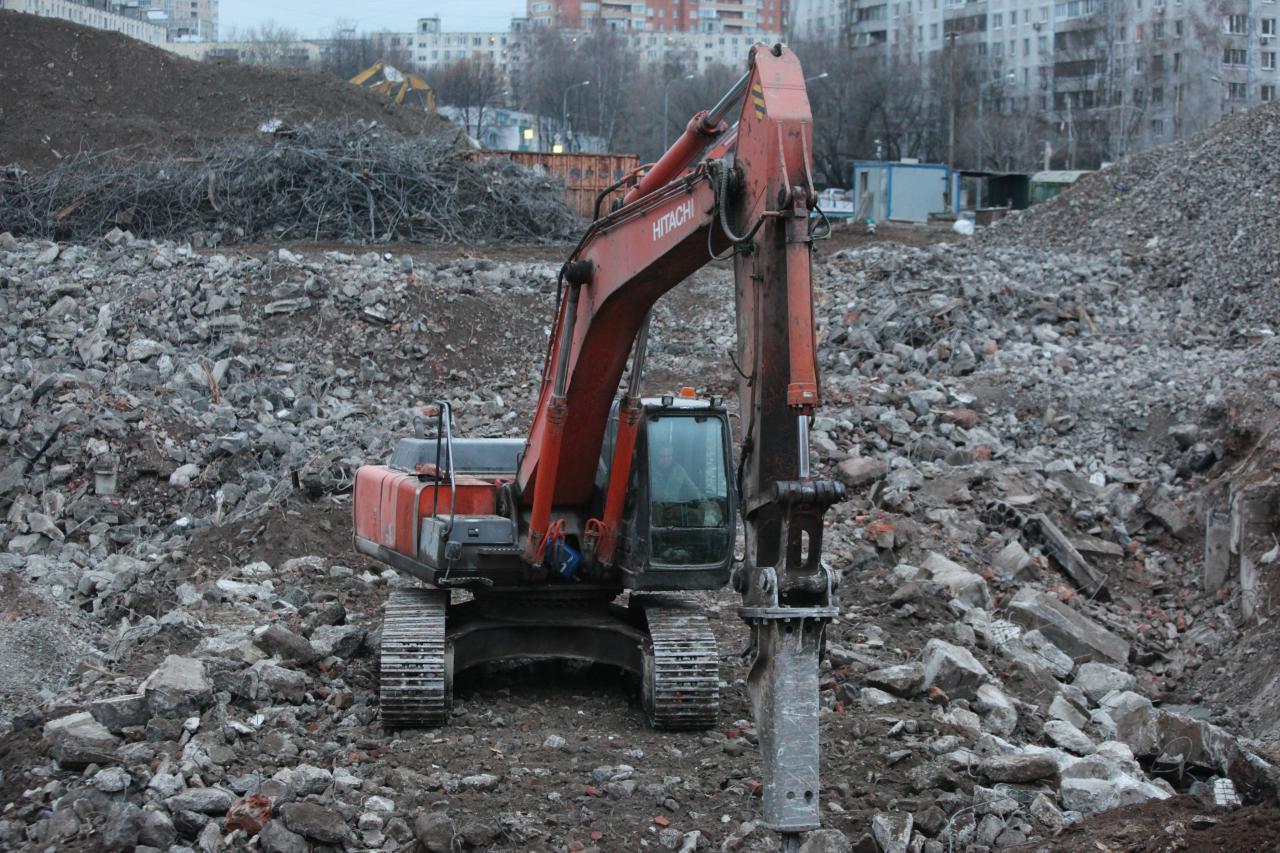 Снос долгостороя: на Шипиловской улице и Можайском шоссе снесут два здания