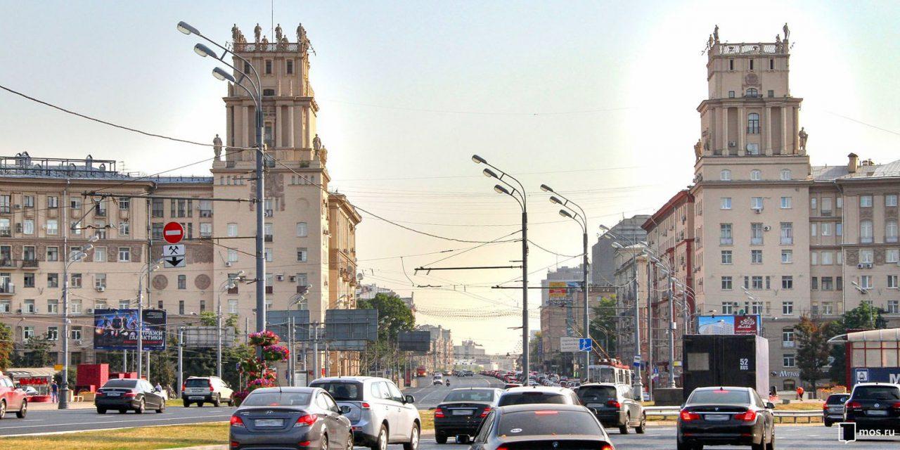 Скульптуры на площади Гагарина подготовили к реставрации