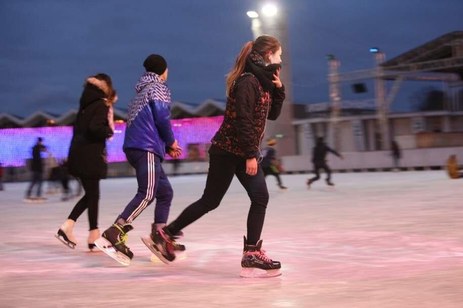 В  «Сокольниках» в субботу открывается бесплатный каток с естественным льдом