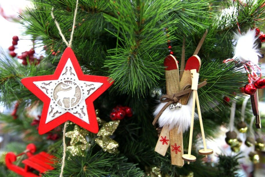 Новогодние ели установили на 14 станциях МЦК