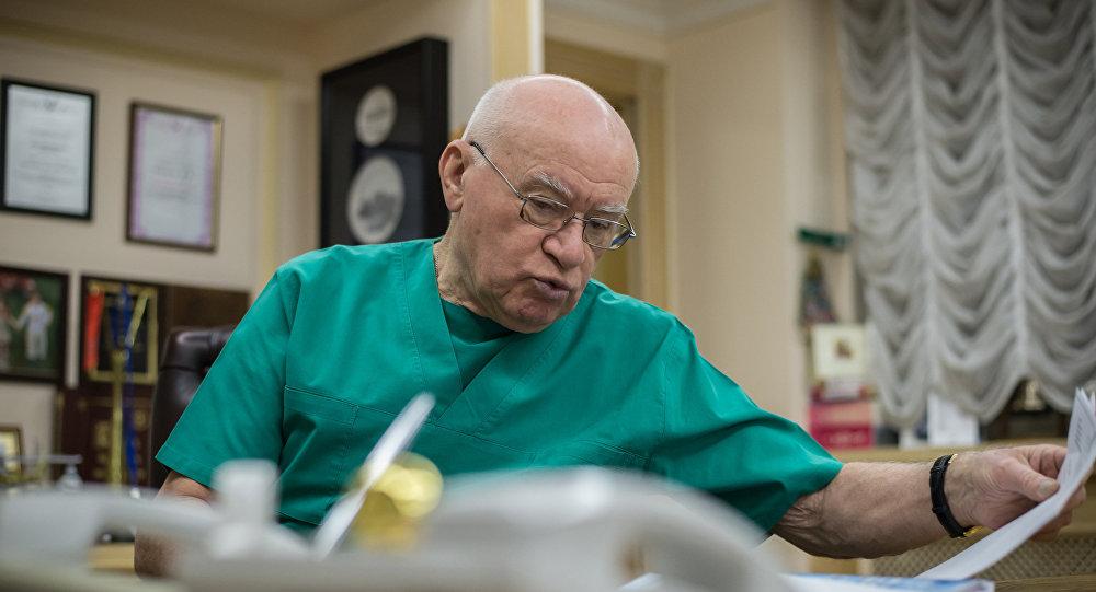Мэр Москвы поздравил кардиохирурга Лео Бокерию с Днём рождения