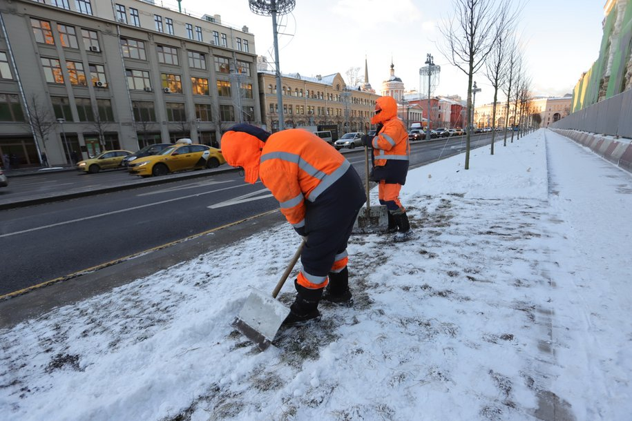 Высота сугробов в некоторых районах Москвы достигла 23 сантиметров