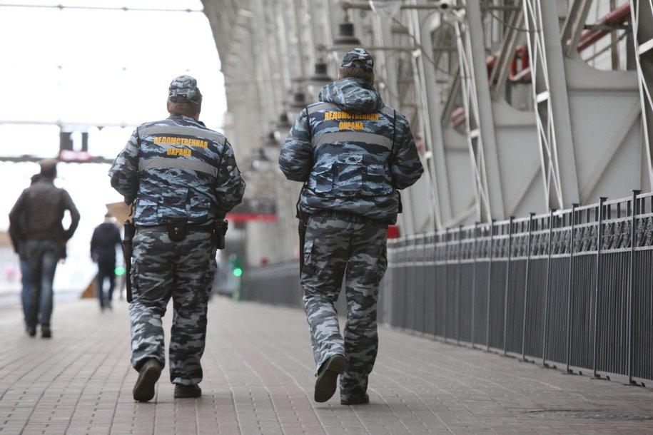 Девять столичных вокзалов проверяют кинологи из-за угрозы взрыва