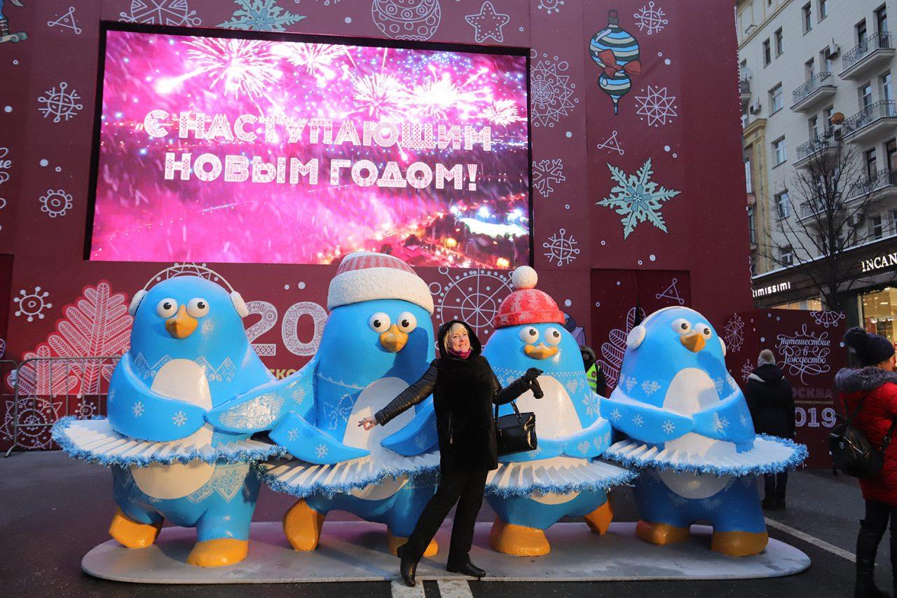 Табло обратного отсчета времени до Нового года установили на станции метро «Площадь революции»