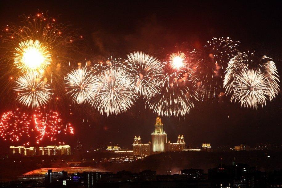 В Новогоднюю ночь в Москве запустят более 10 тысяч фейерверков