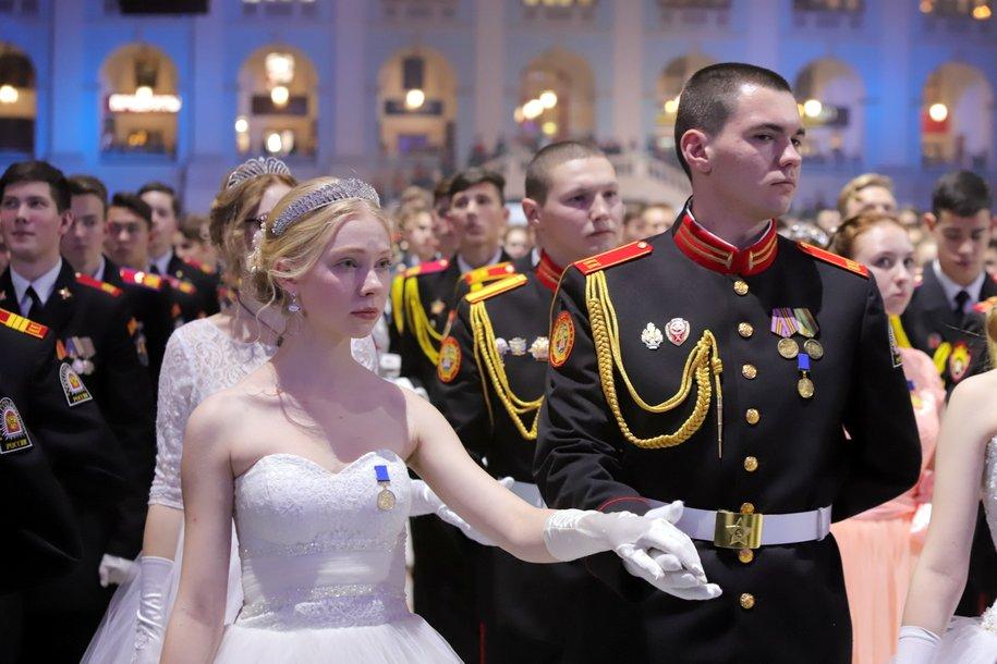 В Гостином дворе прошел Международный кремлевский кадетский бал