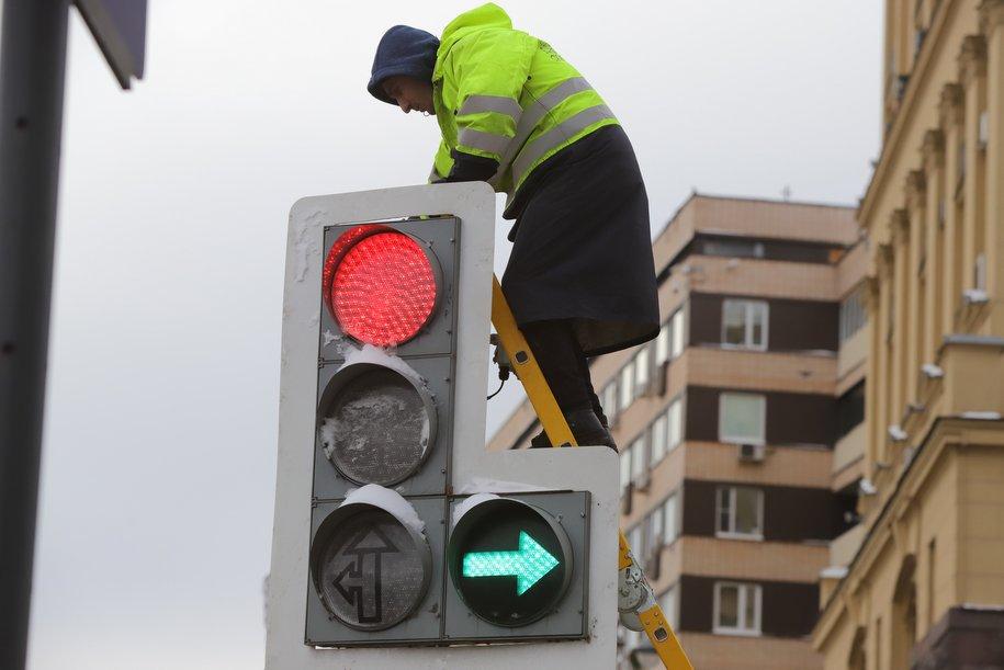 Ограничение движения транспорта введено на участке Лермонтовского проспекта по 31 мая 2019 года