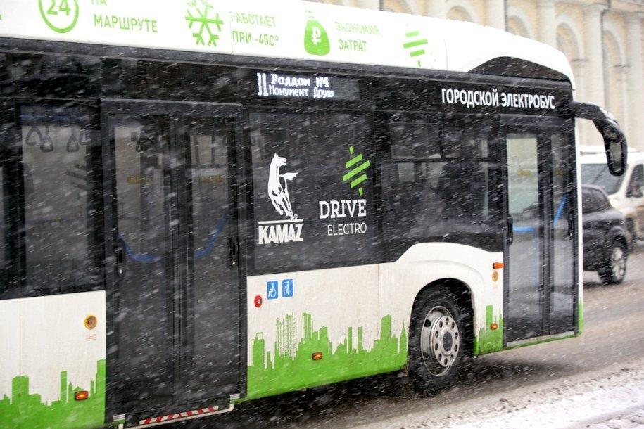Электробусы начали курсировать по третьему маршруту в Москве